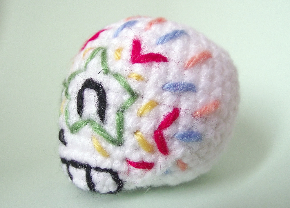 maurice the embroidered amigurumi skull 02