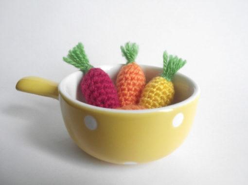 Baby carrot amigurumi – Free crochet pattern