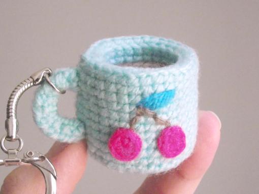 Tiny amigurumi cup – Free crochet pattern