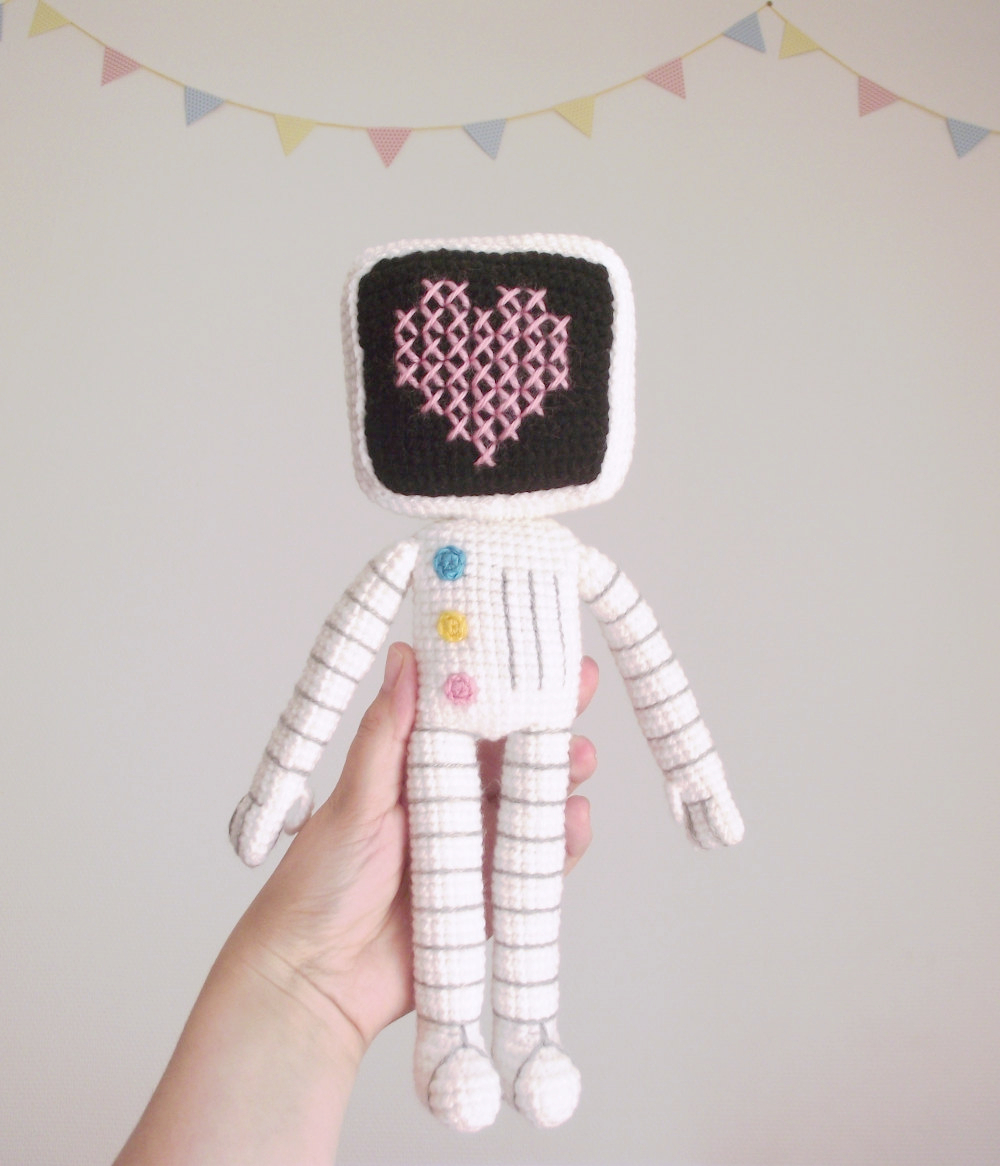 roger the robot amigurumi 03
