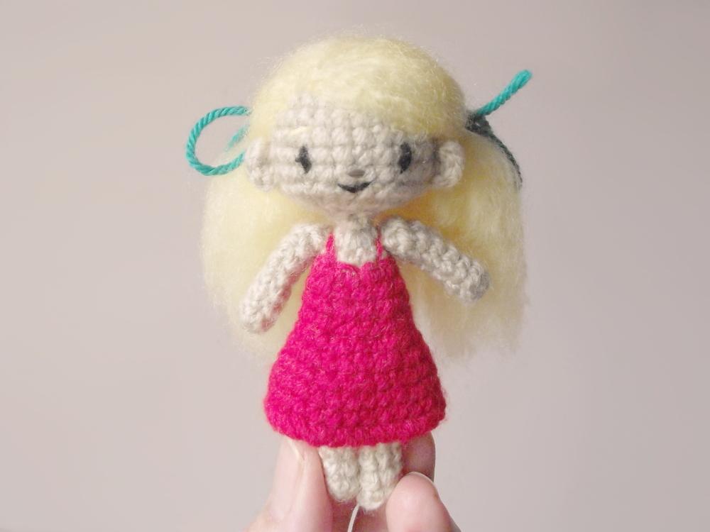 Sidonie mini poupée au crochet 03