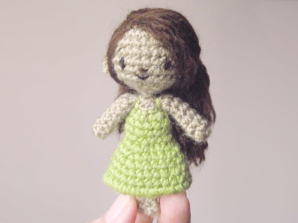 Sidonie mini poupée au crochet 04