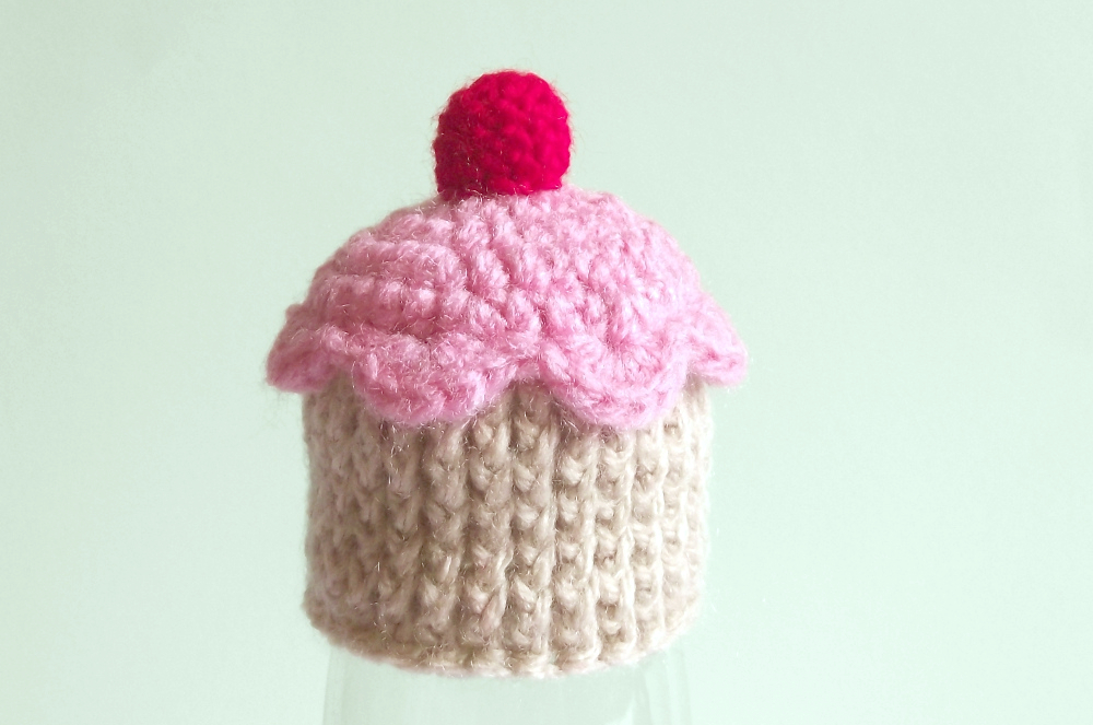"952d1abf909 How to make a tiny cupcake hat. Inspired by the French version of  Innocent s ""The big knit"" (in UK and Ireland) or ""Das Große Stricken""  (Germany)"